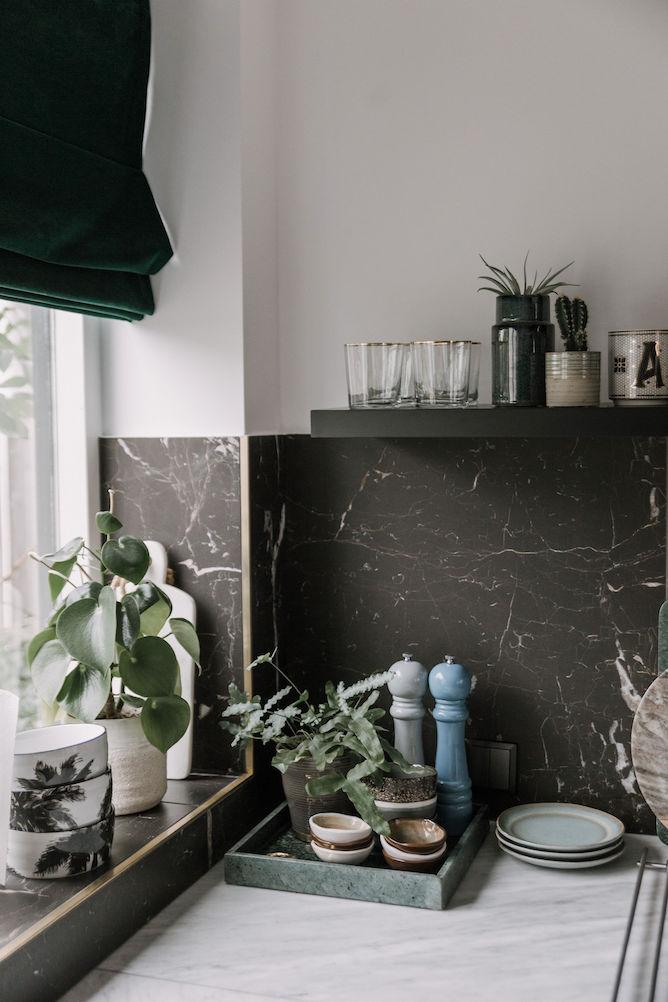 Keuken met zwarte marmer look