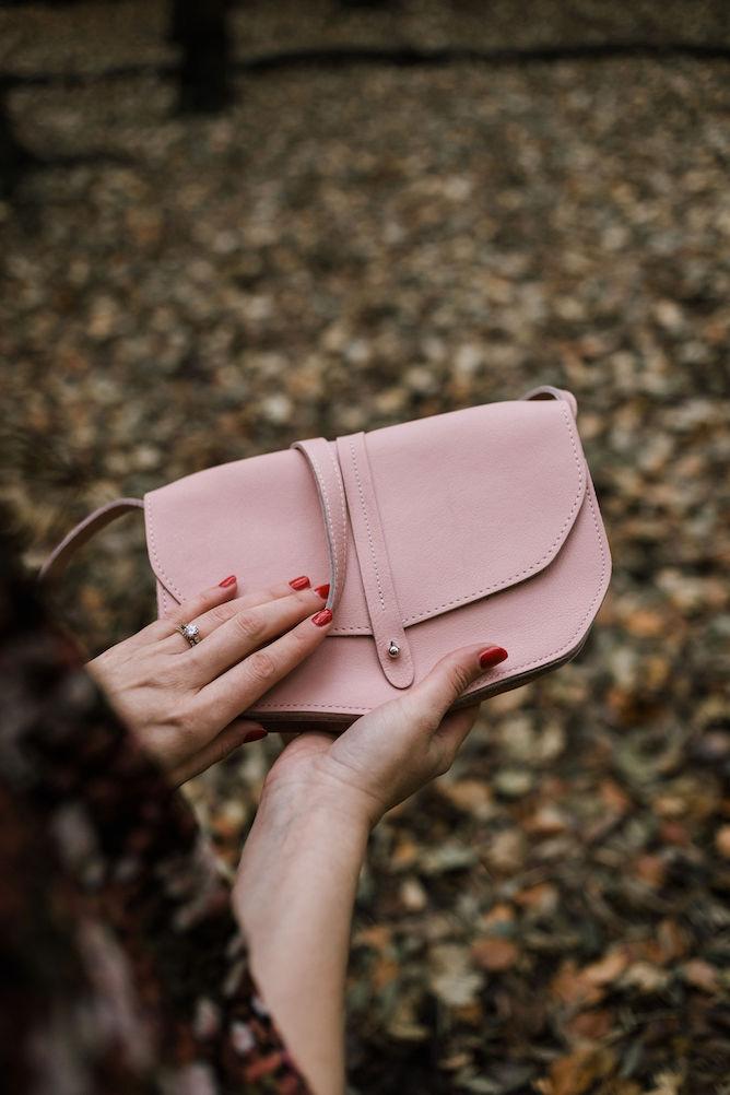 roze leren tas