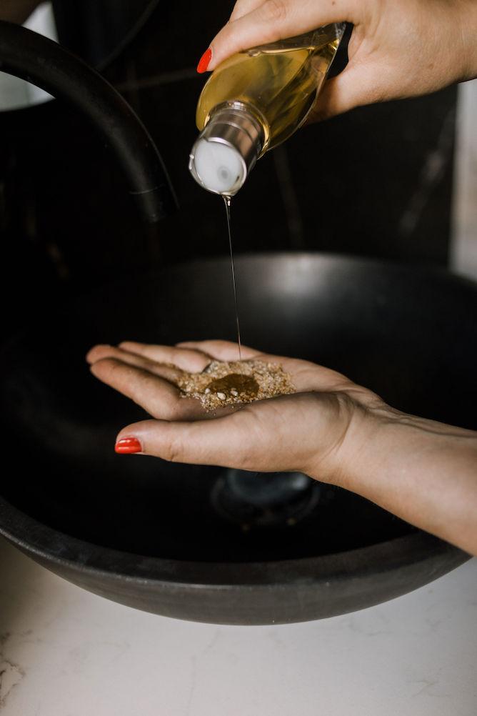LOccitane Almond crunchy muesli-scrub