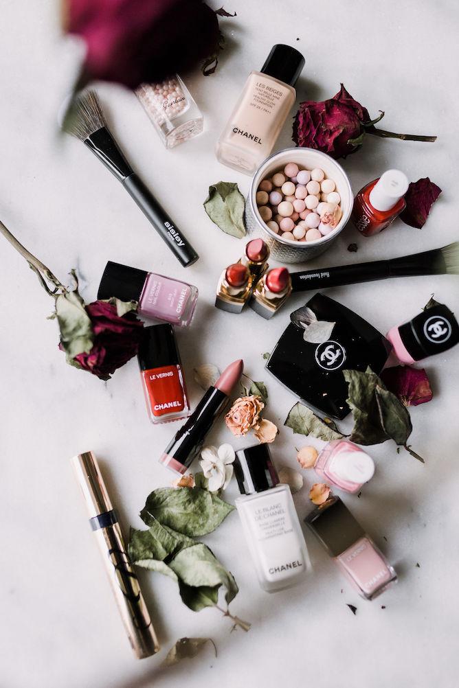 make-up flatlay